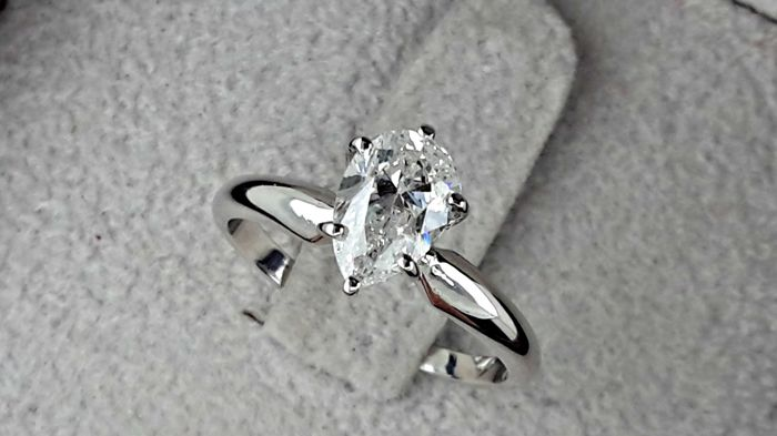 1.01  carat D/SI1 Pear Solitaire Diamond Engagement Ring in 14k White Gold Size 6US