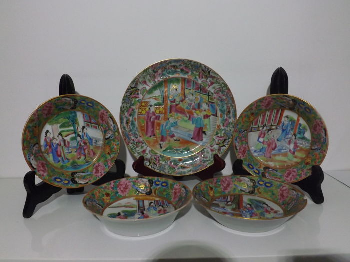 Porcelain plate and 4 bowls from Canton - China - 19th century