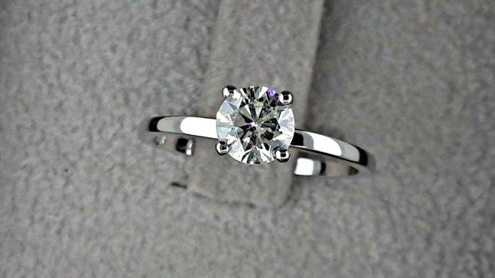 0.70 Ct D/VS1 Round Solitaire Diamond Engagement Ring in Solid White Gold 14k