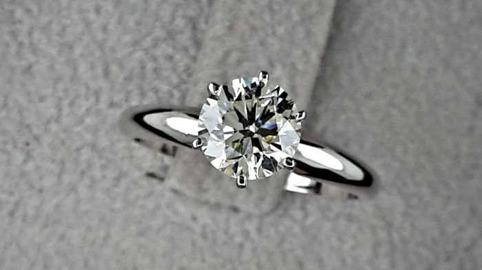 1.02 Carat VS1 Round Solitaire Diamond Engagement Ring in Solid White Gold 14k