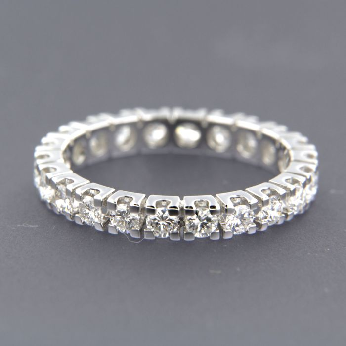 18 kt white gold full eternity ring set with 22 brilliant cut diamonds of approx. 1.30 ct in total - size 18