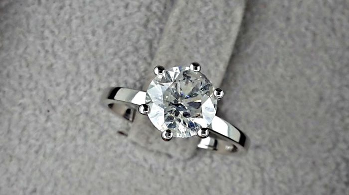 1.73 Ct Round Solitaire Diamond Engagement Ring in Solid White Gold 14k