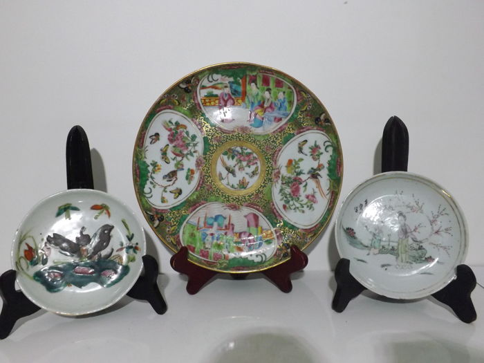 Chinese porcelain dish from Canton and 2 cups - China - circa 1900
