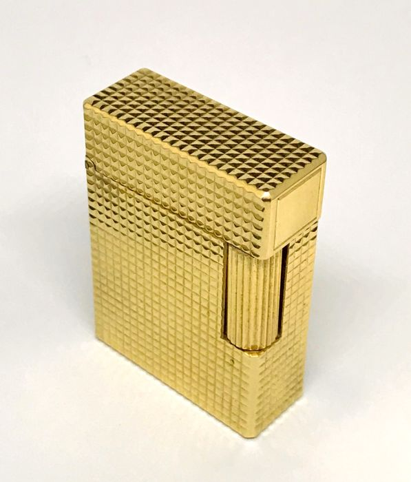 S.T. Dupont Art Deco lighter, 18 kt yellow gold plated. Size: 55 x 35 x 10 mm weight: 94.7 gr