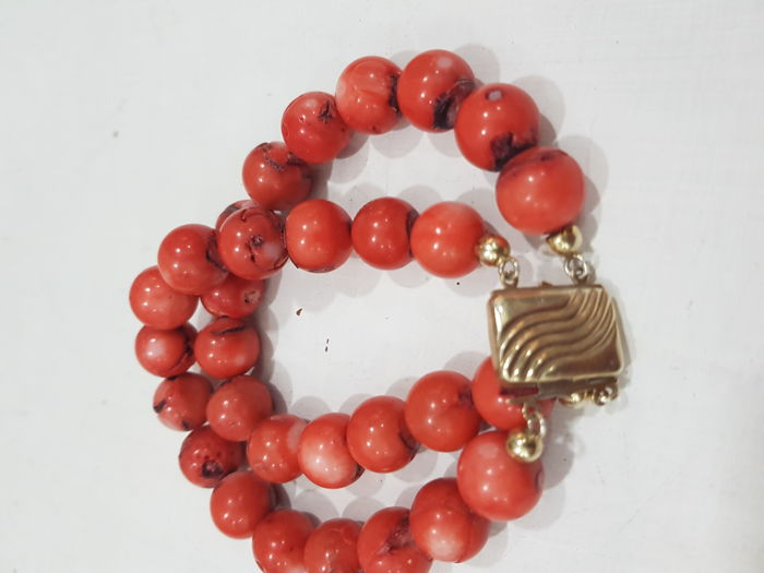 Bracelet in coral and silver