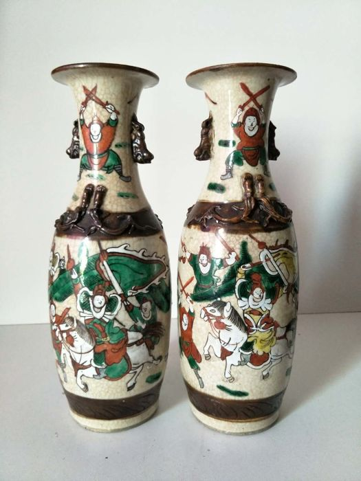 Nanking porcelain vase with decoration of warriors - China - 19th century