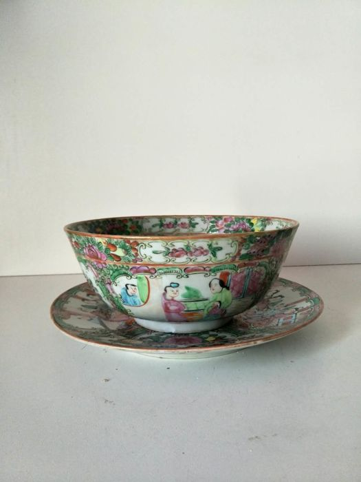 Porcelain dish and bowl from Canton with character decoration - China - 19th century