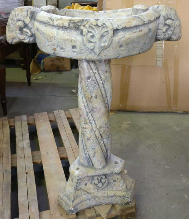 Baptismal font in Lumachella marble, worked and carved by hand - Venice, Italy - 19th/20th century