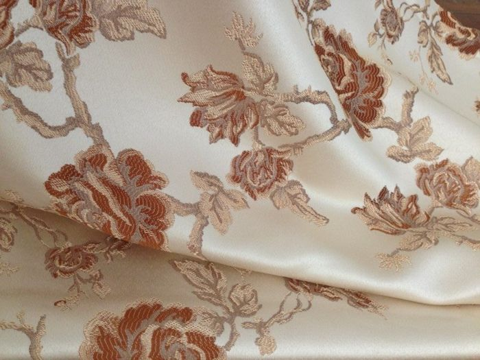 Elegant San Leucio fabric for coverlet with light gold background and ducal gold roses