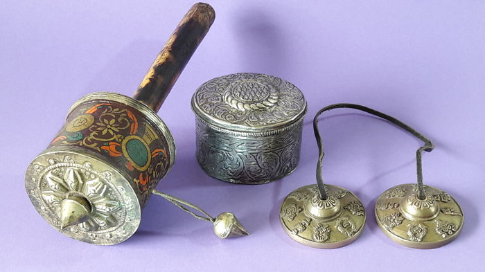 Prayer wheel, Tingsha and box with Buddhist motif - Nepal - second half 20th century