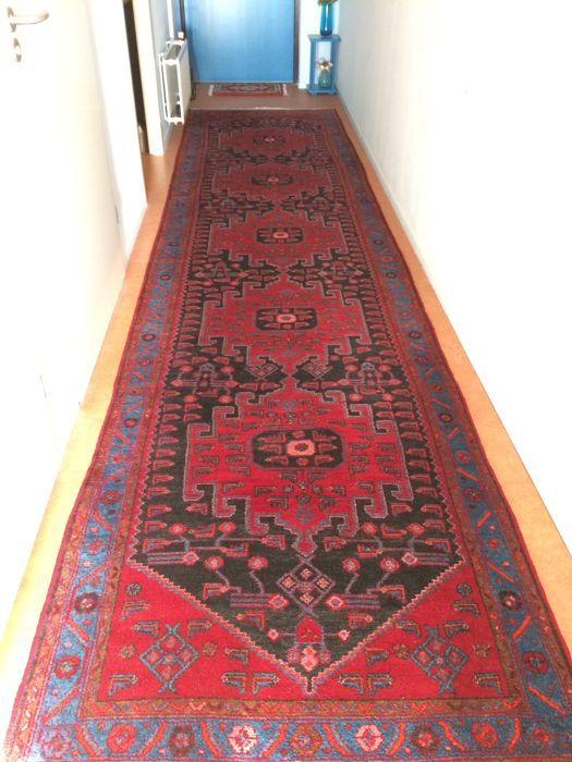 handknotted Persian rug 5,01 meter x 1,15 meter, good condition, no damaged aerias