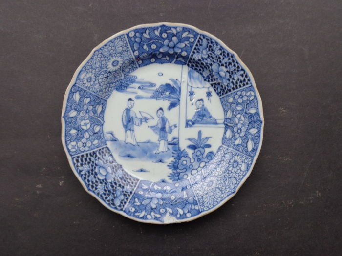 Saucer with a decor depicting women - China - 18th century