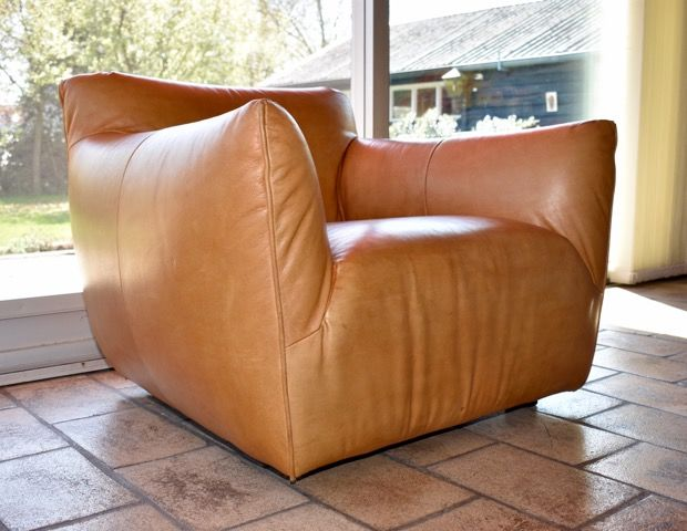 Gerard van den Berg voor Label - Bull hide chair