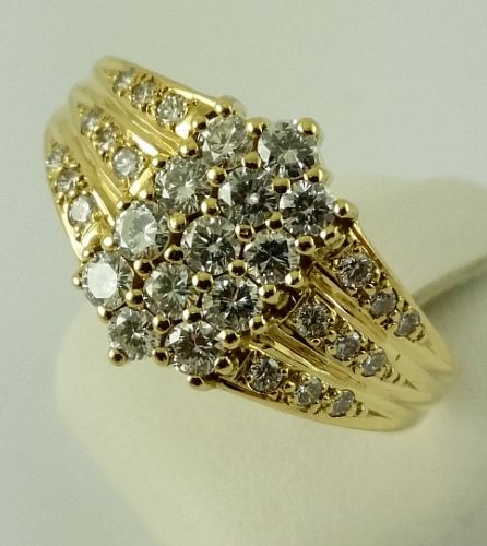 Brilliant ring - 750 yellow gold - 31 diamonds of 0.96 ct in total - ring size: 59