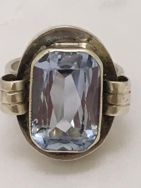 Silver Art Deco ring with an emerald cut synthetic spinel - ring size 17.5 mm
