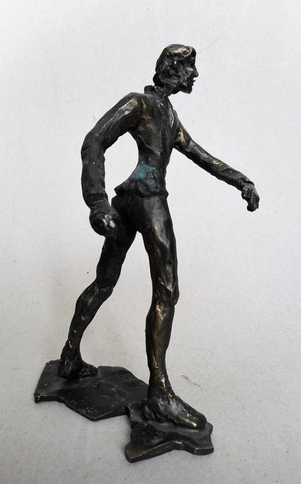 Paola van der Drift - bronze: Walking man