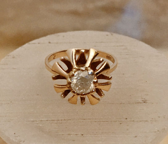 Ring with large diamond - brilliant 0.65 ct made of 333 / 8 kt gold, size 55-57 brilliant ring