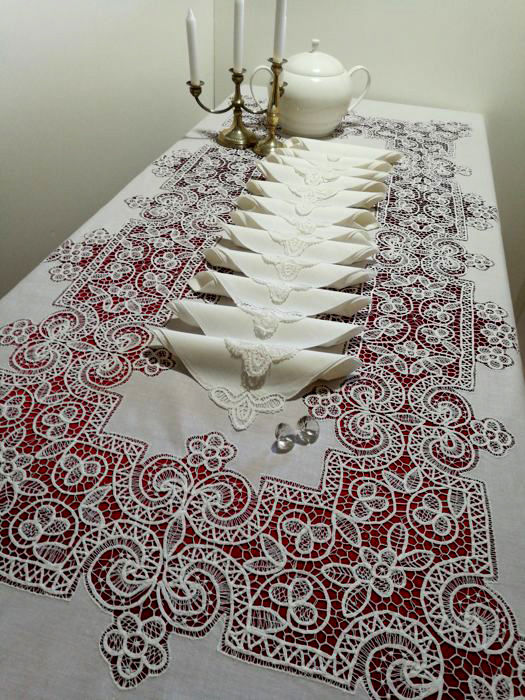 Wonderful 100% pure linen tablecloth with Rococo stitch - 265 x 170 cm Italy.
