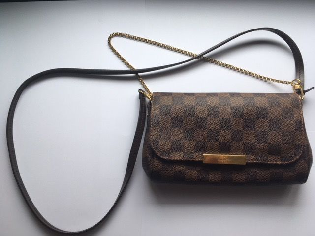 5578dd3898a8 Louis Vuitton - Favorite PM Damier Ebene Crossbody bag - Catawiki