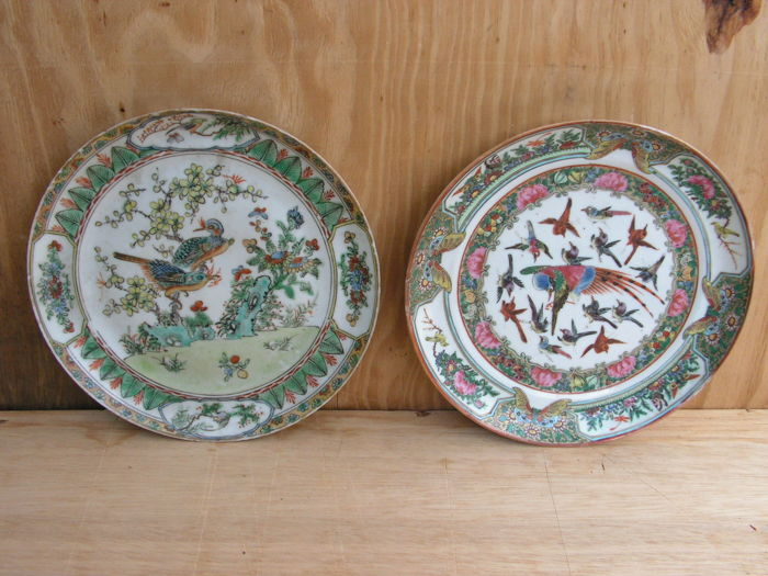 Set of 2 plates from Canton with bird decoration – China –  19th century
