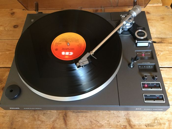 Philips AF 877 turntable