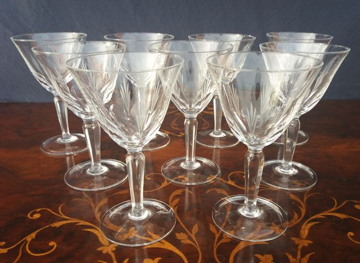 Set of nine chalices in a French precious cut crystal, finely carved and chiselled - 1930s