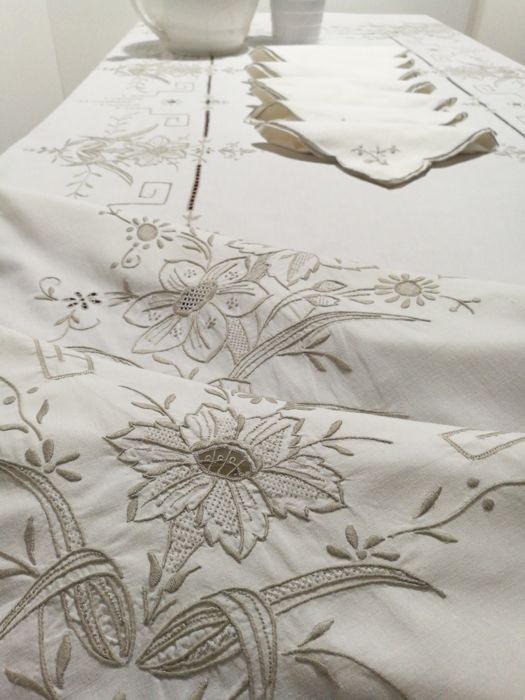 Hand embroidered tablecloth 250 x 170 cm Italy.