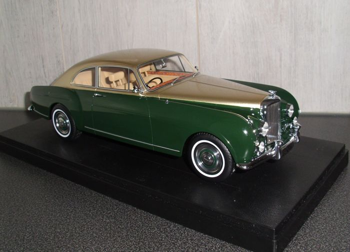 Best of Show - Schaal 1/18 - Bentley S1 Continental Mulliner Sports Saloon