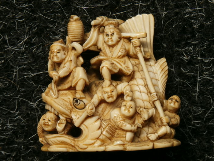 "A exquisitely carved ivory netsuke of the scene ""Magarikane no Kingoro"", signed Yoshimasa  - Japan - ca. 1890 (Meji period)"