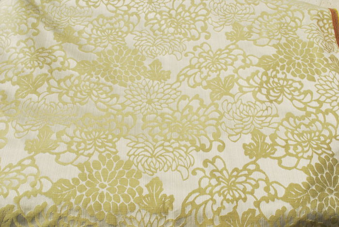 Large cut of damask reversible cloth - gold and silver, floral motif, in cotton and silk mix 8 x 1.5 mt