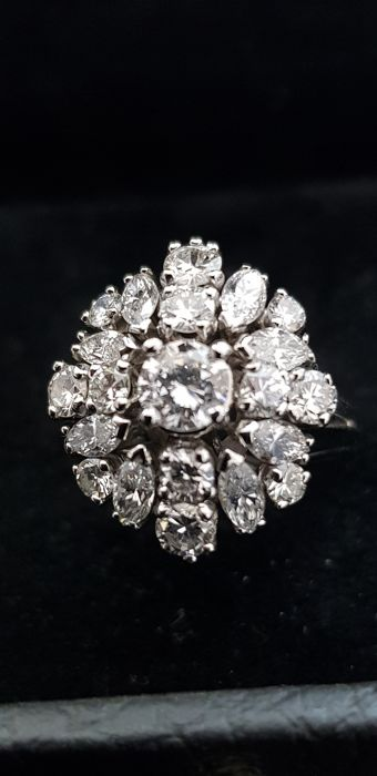 Ring from the '50s, totalling approximately 3 ct of diamonds