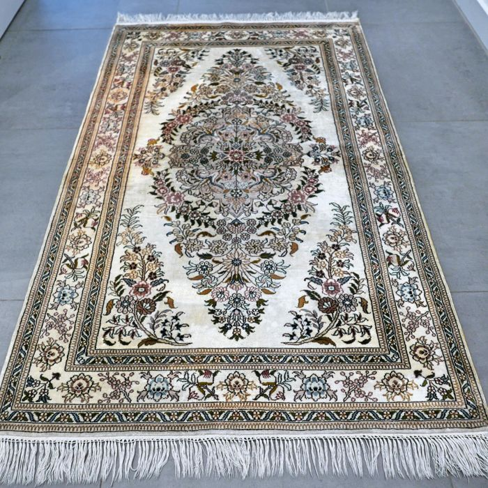 Silk Hereke - 150 x 94 cm, China