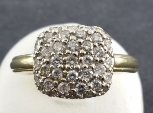 Brilliant ring - 36 small diamonds totalling 0.72 ct - 585 yellow gold