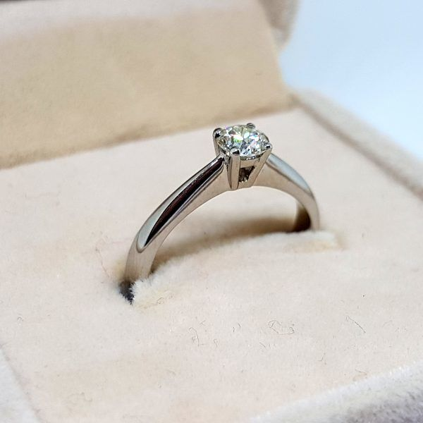 18 kt white gold solitaire, 3 g, with 0.25 ct Diamond