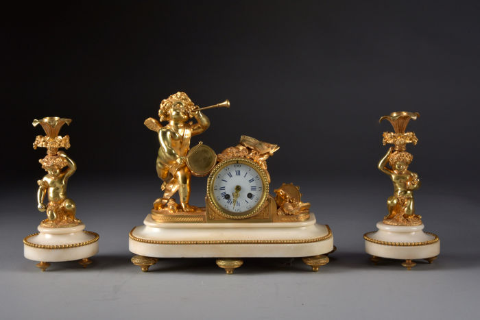 Napoleon III style - fine fire-gilt bronze French clock set with putti - on  white marble base - Japy Freres timepiece - France, around 1850