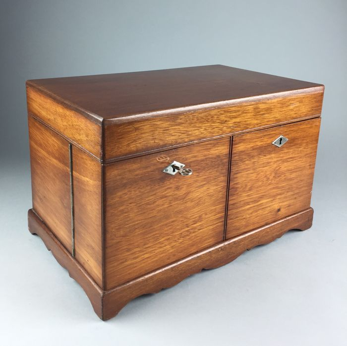 Mahogany box with interior, England, early 20th century