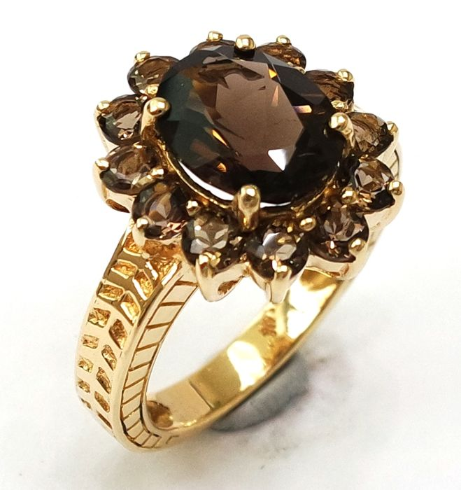 14kt Yellow Gold Ring with 2.4cts Smokey Topaz - size N 1/2