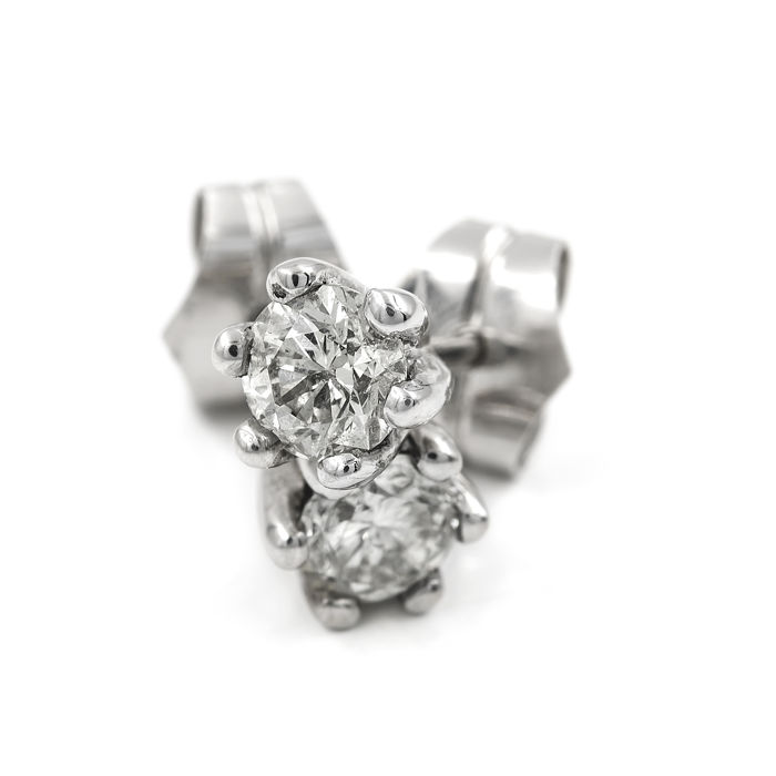 18 kt/750 white gold set with brilliant-cut diamonds - Diameter: 5.85 mm (approx.)