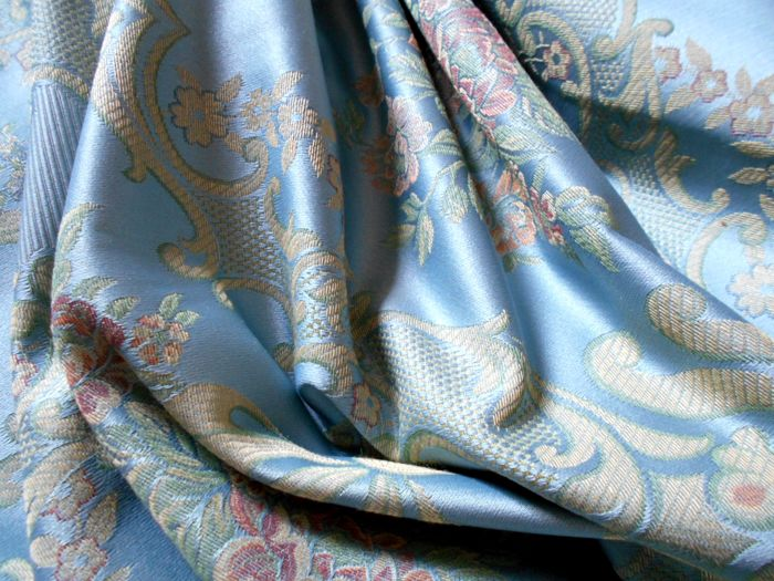 Lot with 3 metres of Jacquard damask high-quality fabric