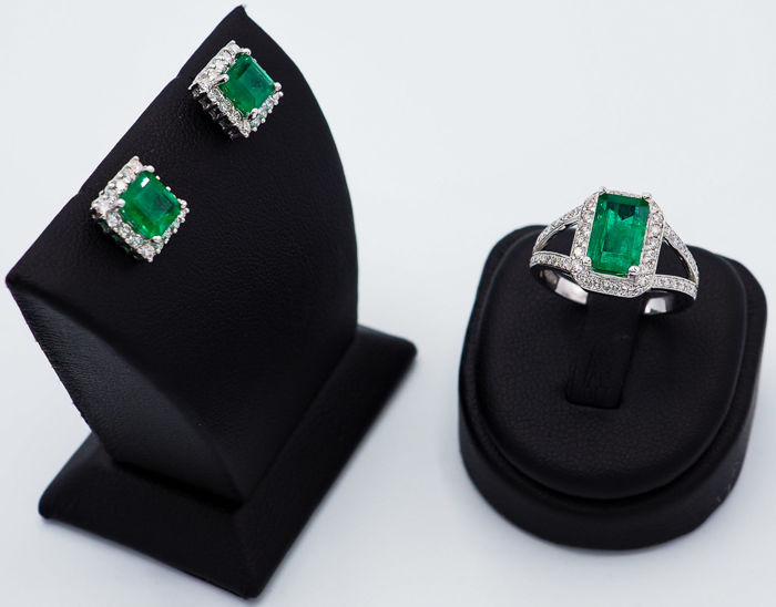 Intense Green Emerald jewelry Set, 4.15ct - 18kt White Gold & 1.42ct White VS Diamonds - IGI reports
