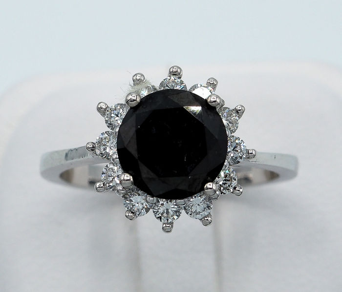 Black Diamond Ring 2.20 ct - 18kt White Gold & 0.48 ct VS White Diamonds  *NO RESERVE*