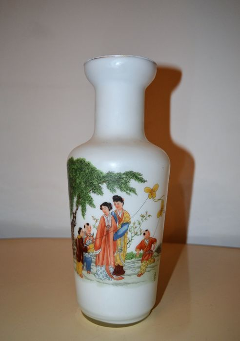 A Chinese Glass Peking Vase With A Stunning Decoration China