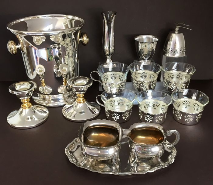 Lot with 15 silver plated objects