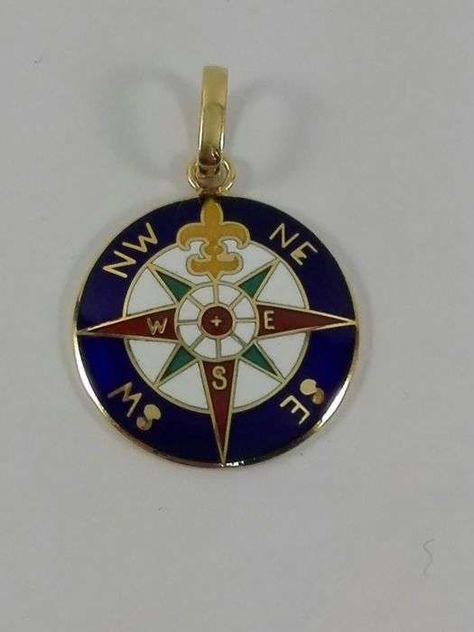 Unisex compass rose pendant in 18 kt yellow gold with coloured enamelling Weight 4.7 g