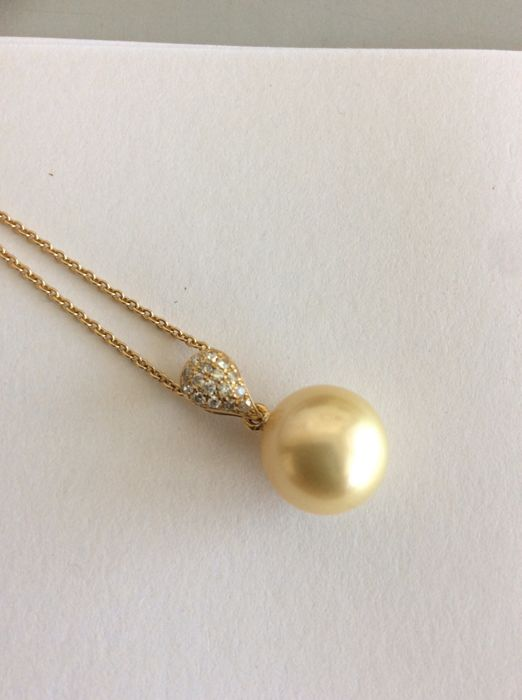 18K necklace with 11,5 mm Southsea pearl and diamonds 0.10 ct