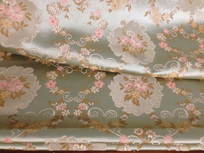 mt 4.30 of 100% San Leucio silk - antique Art Nouveau damasked cloth, pale green with roses and golden flowers