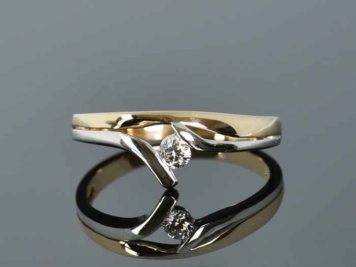 Gold ring of 14 kt  Diamond Size: 51 (diameter 16.2 mm)