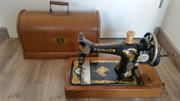 Singer 128K sewing machine with a wooden cover, 1914