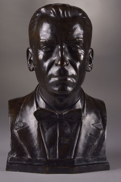 Edward A. Minazzoli (Italian, born 1887 ) - A man's head - with beautiful dark patina Early 20th century