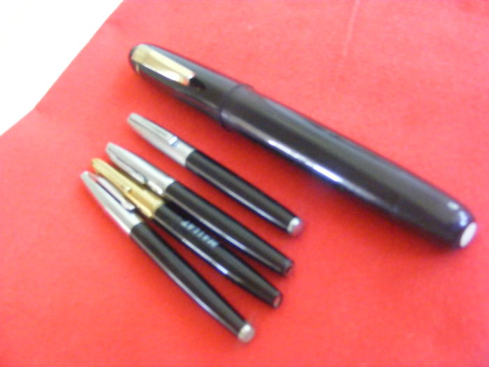 Set of 5 pens including 4 fountain pens and a large advertising model